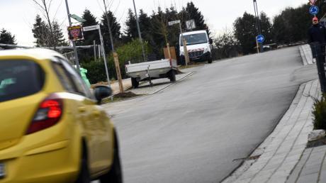 Die Bonchamper Straße in Diedorf ist als Zone 30 ausgewiesen. Anwohner hatten sich zuletzt über den Verkehrslärm beschwert.