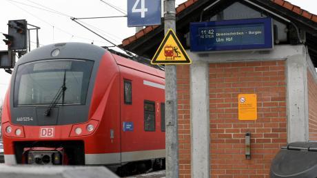 Den Rucksack eines Fahrgasts hat ein Unbekannter am Dienstag bei Gessertshausen gestohlen.