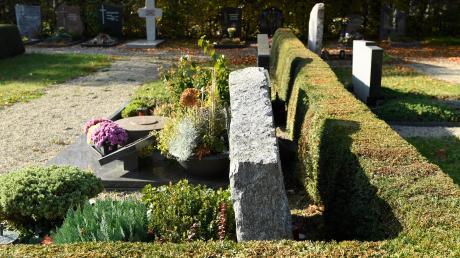 Ein Handtaschendieb hat am Mittwoch auf dem Friedhof an der Donauwörther Straße in Gersthofen zugeschlagen.