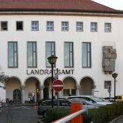 Am Montagmorgen sind Demonstranten ins Landratsamt Augsburg eingedrungen.