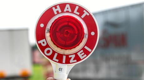 Eine filmreife Verfolgungsjagd mit der Polizei hat sich ein 18-jähriger Kradfahrer am Sonntag in Meitingen mit der Polizei geliefert.