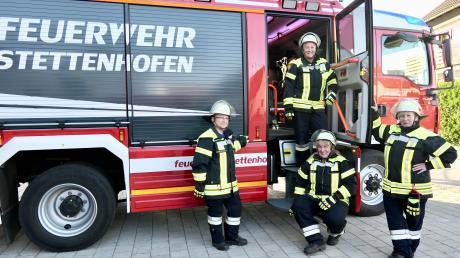 Lebenserfahrung, Begeisterung und Know-How (von links): Despina Kougioumtzidou, Marie-Luise Kügler (stehend im Wagen), Karin Gigl und Gabriele Fuhr bringen alles mit, was bei der Freiwilligen Feuerwehr zählt.