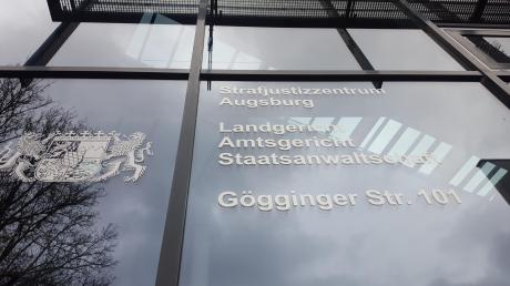 Ein 51 Jahre alter Betrüger musste sich vor dem Amtsgericht Augsburg verantworten.