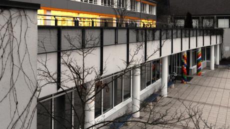 Aystetten braucht mehr Platz für Schule und Kindergarten. Wird dafür die Grundschule ein Stockwerk höher gemacht?