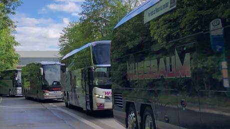 Die Firma Nussbaum Reisen hat sich bereits an einer Demonstration in München beteiligt, um auf die wirtschaftliche Not der Reise- und Busunternehmen aufmerksam zu machen. Es fand ein langer Buskorso vor dem Wirtschaftsministerium von Minister Aiwanger statt. Am Mittwoch wird in Berlin demonstriert.