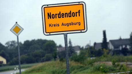 Nach dem tragischen Tod zweier Jugendlicher in Nordendorf hat die Polizei einen mutmaßlichen Drogendealer festgenommen. Er sitzt in U-Haft.