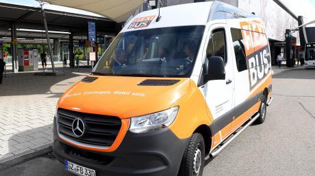 Im Landkreis Günzburg gibt es schon seit Längerem einen Flexibus. Nun soll er auch im Holzwinkel und im Zusamtal etabliert werden. Doch es gibt noch Fragen zu den Details.