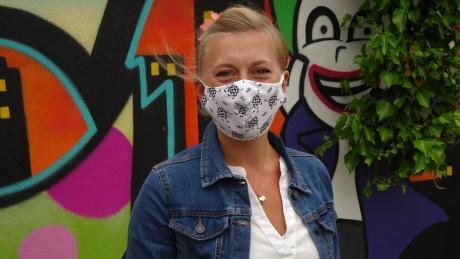 Arbeiten mit Mund-Nasen-Bedeckung ist auch bei der Diedorfer Jugendpflegerin Xenia Ullrich derzeit angesagt.