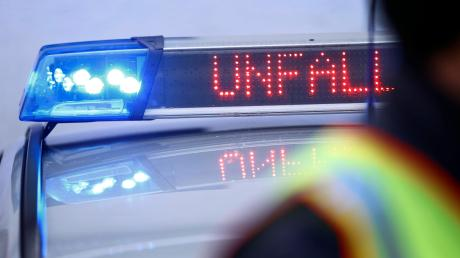 Schwerer Verkehrsunfall bei Odelzhausen: Zwei Männer  wurden bei einem Frontalzusammenstoß schwer verletzt.