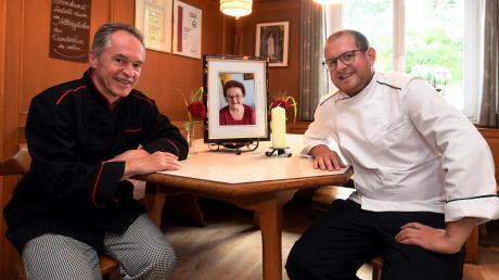 """Josef (links) und Michael Seitz sind die Chefs im Gersthofer Stern. Vor kurzem ist Josef Seitz' Mutter Antonie (Bild in der Mitte) gestorben. Sie sei die """"Seele des Hauses"""" gewesen."""