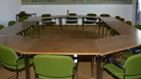 Der Sitzungssaal im Rathaus Altenmünster soll renoviert werden. Die Stühle wurden bereits 2019 neu gepolstert (unser Bild zeigt noch die alten Polster).
