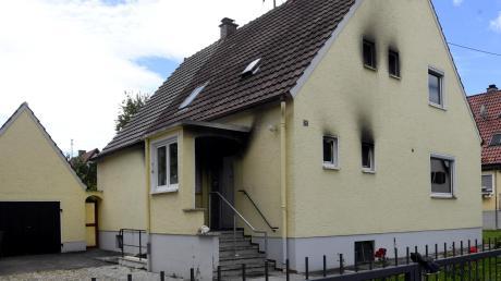 Die Bewohnerin des Hauses in Meitingen konnten die Einsatzkräfte nur noch tot bergen.