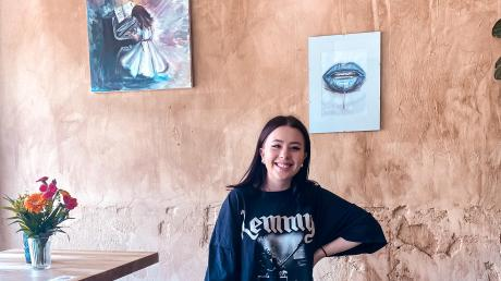 Im Pow Wow in der Fuggerstraße in Augsburg ist bereits alles vorbereitet. Natascha Götz, die 18-jährige Künstlerin aus Ellgau, wird im Juli dort etwa 40 ihrer Werke ausstellen. Am Freitag findet ab 19 Uhr die Vernissage statt.