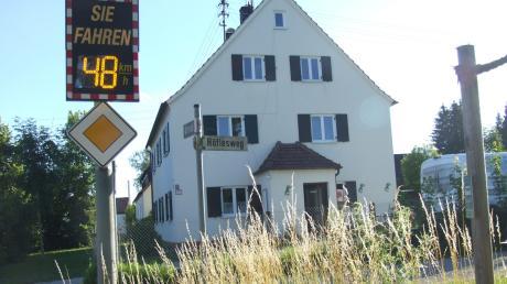 Direkt gegenüber den Altanliegern entstehen am bislang noch nicht ausgebauten Höflesweg im Fischacher Ortsteil Wollmetshofen acht Bauplätze. Derzeit wird die Fläche noch landwirtschaftlich genutzt.