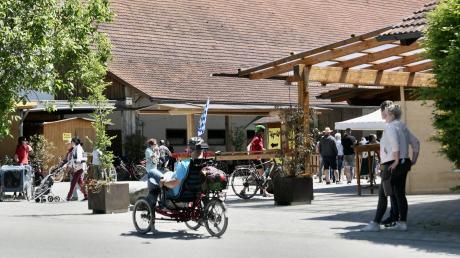 Das Hofgut Bäldleschwaige ist beliebter Anziehungspunkt für Ausflügler jeden Alters. Streichelzoo, Spielplatz, ein schattiges Plätzchen im Biergarten. Alles mitten in der Natur.