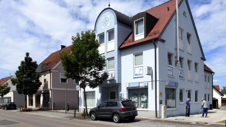 Seit vielen Jahren ist die Familienstation West in der Dinkelscherber Bahnhofstraße untergebracht. Nun soll der Hauptstandort der Einrichtung in Zusmarshausen sein. Das führt zum Streit.