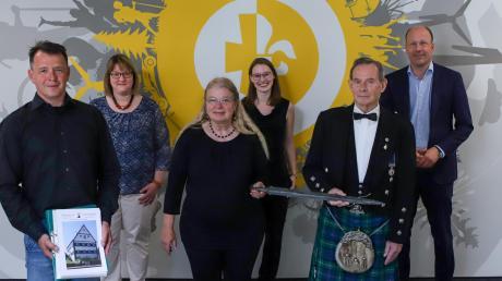 Bei der Verleihung: (von links) Dominikus Schnitzer, Claudia Ried, Siglinde Matysik, Marina Biehler, William Farquhar sowie Martin Sailer.