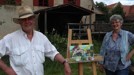 Museumsleiterin Claudia Drachsler-Praßler (rechts) konnte den renommierten Künstler Georg Kleber für einen Mal- und Zeichenkurs im Klostermühlenmuseum gewinnen.