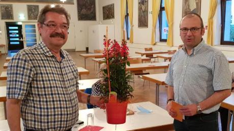 Matthias Mark (rechts) bedankte sich bei Werner Grimm für dessen Engagement bei der SPD.