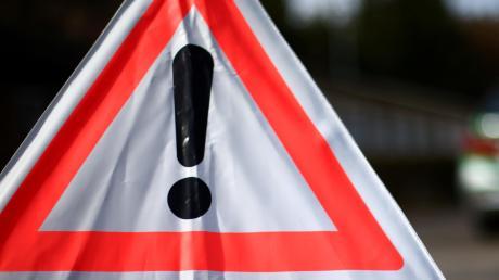 Zu einem Unfall mit Totalschaden kam es auf der Ortsverbindungsstraße Richtung Steinhart.