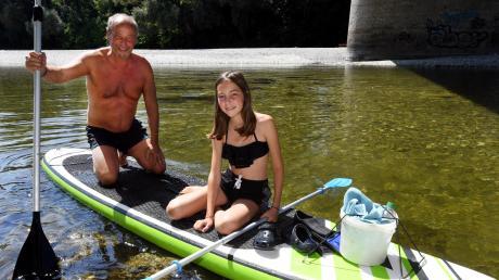 Ulrich und Pauline Held sind auf dem Lech gerne auf dem Stand-Up-Paddle-Board unterwegs. Wenn das Wasser allerdings sehr hoch oder die Strömung zu stark ist, gehen sie nicht ins Wasser.