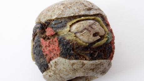 Diese Keramikperle wurde auf einem Acker bei Westendorf gefunden und wird vom Arbeitskreis für Vor- und Frühgeschichte ausgestellt.