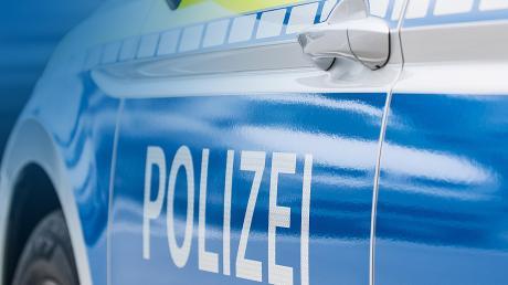 Ein Lkw-Fahrer schätzte wohl die Höhe des eigenen Fahrzeuges nicht richtig ein. Das wurde ihm in Eurasburg zum Verhängnis.