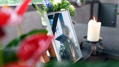 Der Pater der Autobahnkapelle Adelsried, Wolfram Hoyer, starb bei einem tragischen Unfall auf der A8.Die Betroffenheit ist groß.