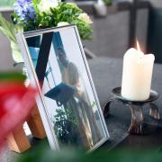 Der Pater der Autobahnkapelle Adelsried, Wolfram Hoyer, starb bei einem Unfall auf der Autobahn A8. Nun nahmen Familie und Wegbegleiter Abschied.