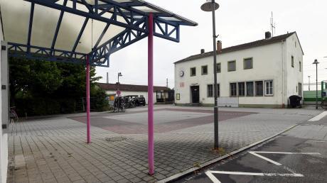 Der Bahnhofsvorplatz in Meitingen soll schöner werden. Die Gemeinde startet für entsprechende Planungen einen städtebaulichen Ideenwettbewerb.