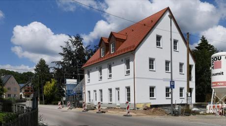 Die Bauarbeiten am Mehrzweckhaus Heretsried laufen.  Nun sind auch Strom und Glasfaser im Haus.