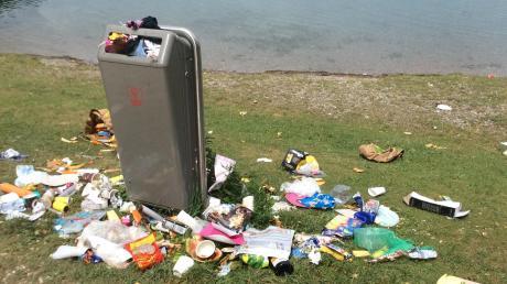 Am Königsbrunner Ilsesee quollen im vergangenen Jahr regelmäßig die Abfalleimer über. Dort hat die Stadt reagiert. Doch die Probleme haben sich verlagert.