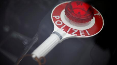 Polizisten kontrollierten auf der A7 bei Altenstadt einen rumänischen Lastwagenfahrer.