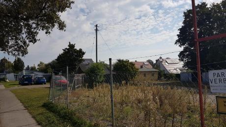 Neben der städtischen Kita in der Ulmer Straße in Steppach könnte eine Wohnanlage entstehen. Der Bauausschuss hat eine entsprechende Anfrage positiv beantwortet.