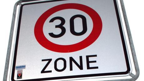 Die Straße Am Mühlacker in Altenmünster wird zur Tempo-30-Zone.