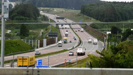 Soll auf der A8 zwischen Neusäß und Günzburg künftig auch durchgängig Tempo 120 gelten? Der Gemeinderat von Zusmarshausen hat sich jetzt klar für ein Tempolimit ausgesprochen und für eine gemeinsame Resolution mit anderen Städten und Gemeinden gestimmt.
