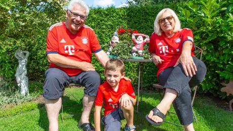 Rudi Tausend und seine Frau Annelies freuen sich sehr, dass sie Corona überstanden haben und wieder mit ihrem Enkel Fabian zusammen sein dürfen.