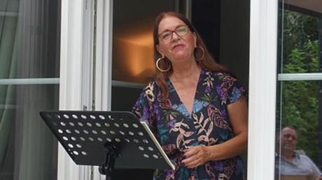 Sopranistin Brigitte Thoma beim Hauskonzert in DInkelscherben.