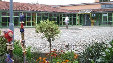 Im Rahmen des Gemeindeentwicklungskonzepts für Ustersbach fand der geplante Standort des Kindergarten-Neubaus im Bereich östlich der Schule die meisten Befürworter.