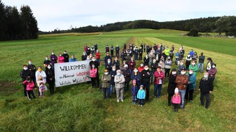 Mit kreativen Aktionen stellen sich mehrere Ettelrieder gegen das Millionenprojekt eines Windparks im nahe gelegenen Forst.