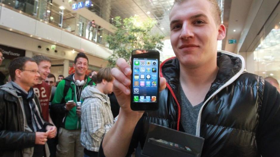 Apple Iphone 5 Der Wahnsinn Vor Dem Augsburger Apple Store Augsburger Allgemeine