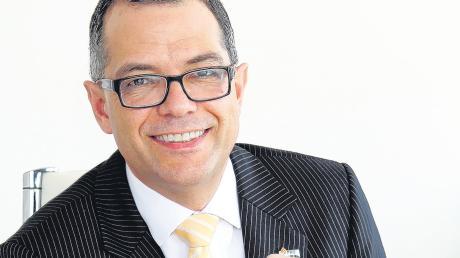 Er ist der neue Vorsitzende von Pro Augsburg: Frank Dietrich wurde gestern Abend bei der Mitgliederversammlung zum Nachfolger von Nico F. Kummer gewählt.