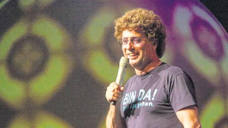 """Atze Schröder stand mit """"Schmerzfrei"""" schon rund 100 Mal auf der Bühne. Beim Tournee-Abschluss in Augsburg war er dennoch in Form."""