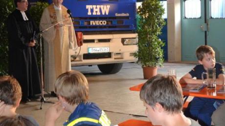 Beim Technischen Hilfswerk wurde ein neues Fahrzeug gesegnet.