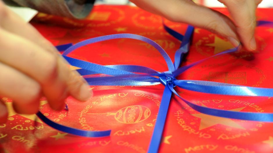 Weihnachten: So werden Sie unpassende Weihnachtsgeschenke los ...