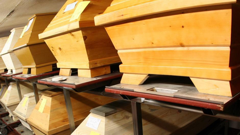 Im Krematorium auf dem Westfriedhof haben die Mitarbeiter seit etwa einem Monat Überstunden gemacht.