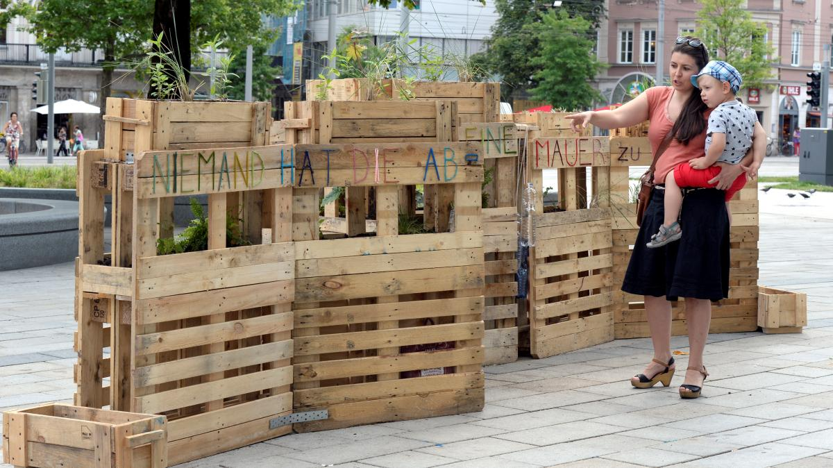 augsburg wer hat die mauer am k nigsplatz gebaut lokales augsburg augsburger allgemeine. Black Bedroom Furniture Sets. Home Design Ideas