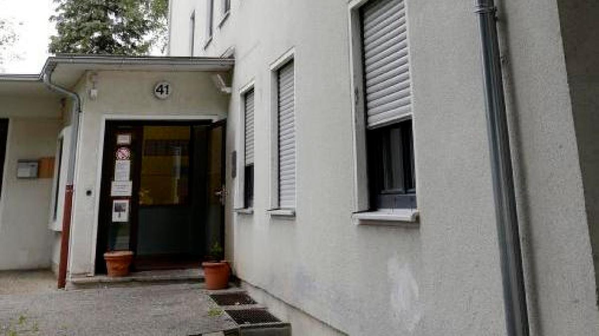 augsburg sch ler kaufen drogen in asylunterkunft lokales augsburg augsburger allgemeine. Black Bedroom Furniture Sets. Home Design Ideas