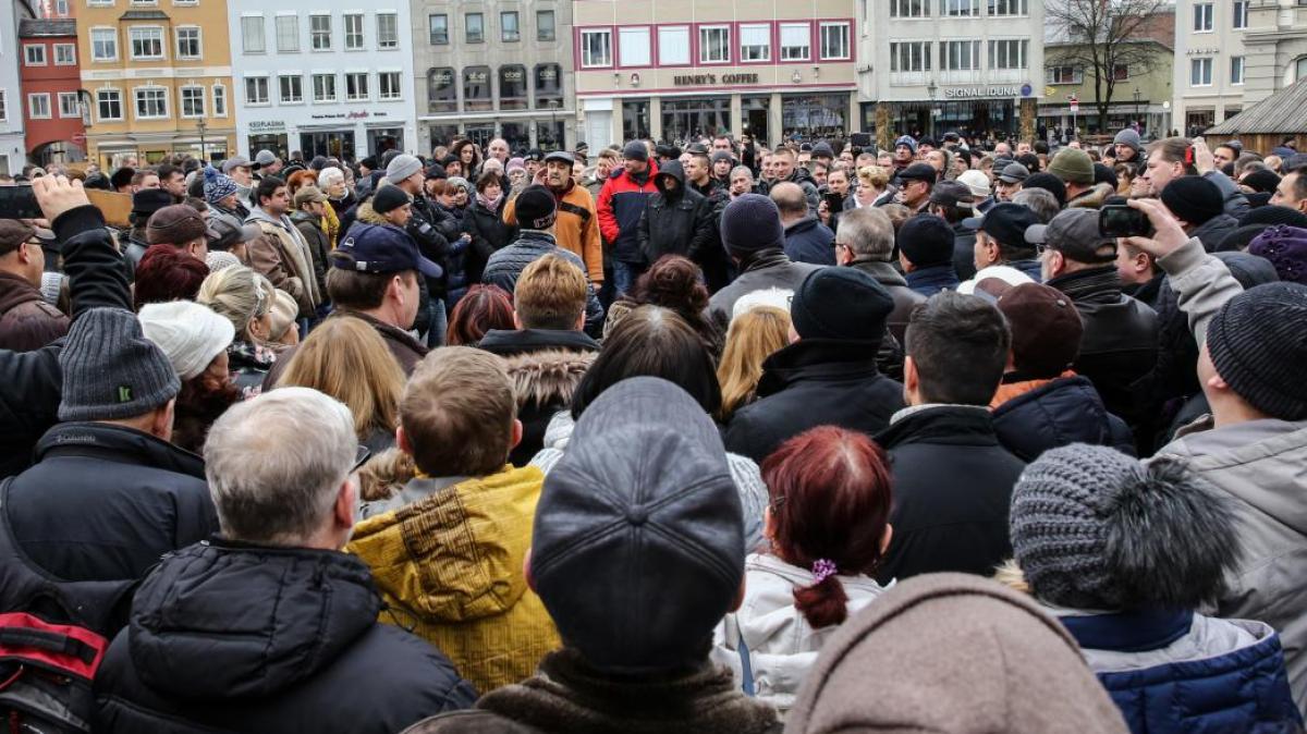 Augsburg: Russlanddeutsche protestieren gegen die Flüchtlingspolitik -  Lokales (Augsburg) - Augsburger Allgemeine