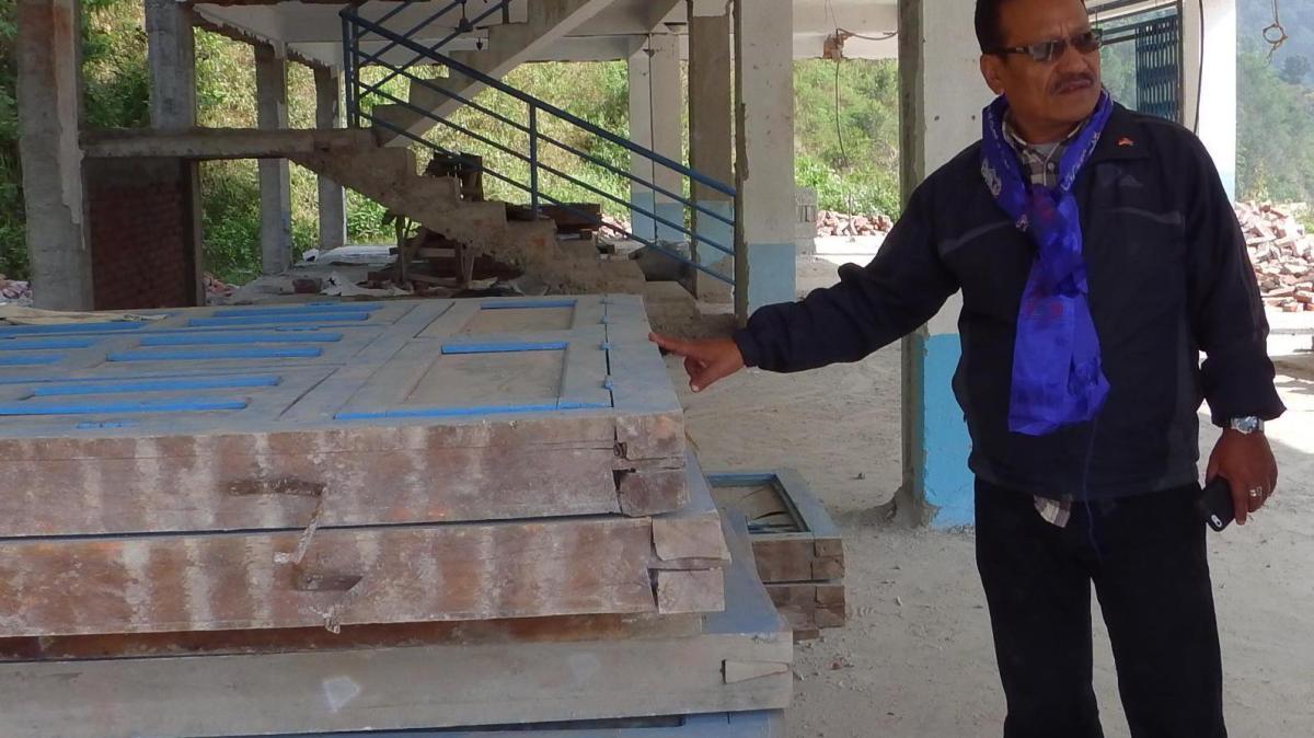 neuburg hilfe aus neuburg tut sich in nepal schwer lokales augsburg augsburger allgemeine. Black Bedroom Furniture Sets. Home Design Ideas